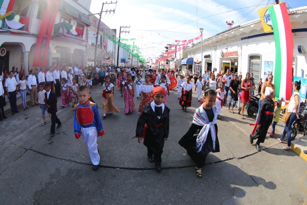 Vecchio En Nuestra Independencia Reafirmamos El: Magno Desfile En El Aniversario 208 De Nuestra