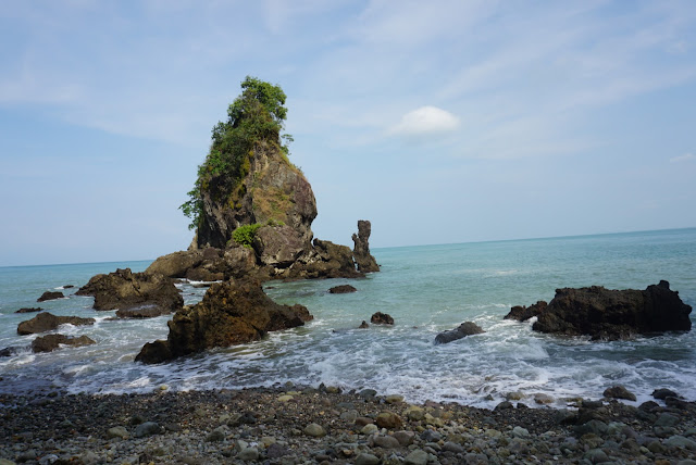 eksotisnya pantai karang agung kebumen
