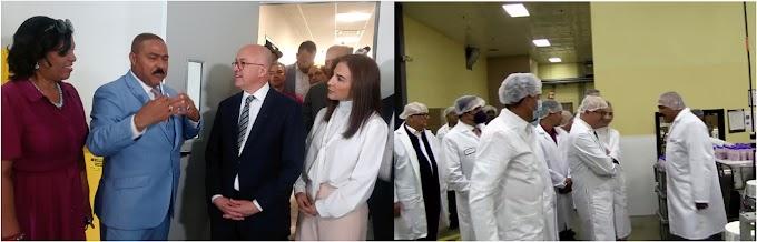 Domínguez Brito resalta empresa es ejemplo de emprendedurismo dominicano, desarrollo y avances en recorrido por Guardian Drug invitado por Polanco