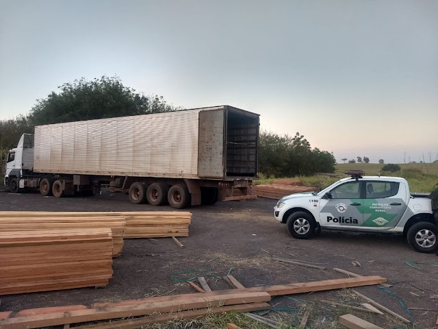 Após denúncia, policiais localizam depósito irregular de madeira e aplicam mais R$ 27,5 mil em multas