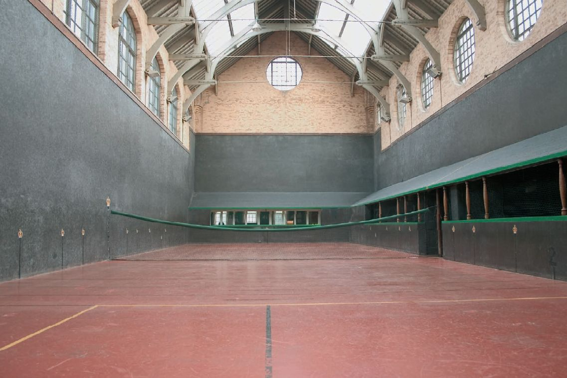 tudor tennis courts, hampton court palace tennis, royal tennis court,