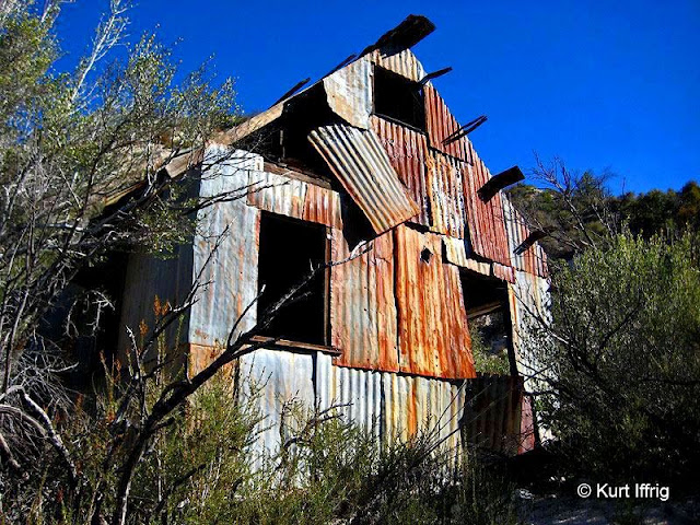 This work shed is near the Bell Hartman Mine aka Boatwright Prospect. It's filled with interesting relics.