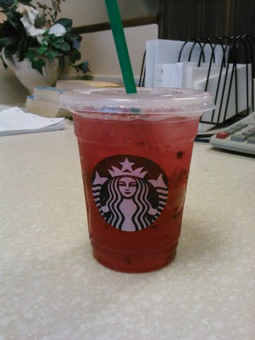 Starbucks Refresher Very Berry Hibiscus Review