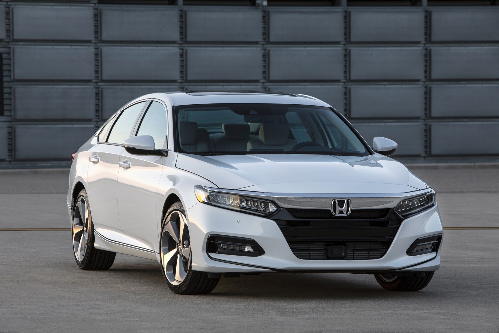 2018 honda accord unveiled with turbocharged four cylinder for Honda accord 4 cylinder