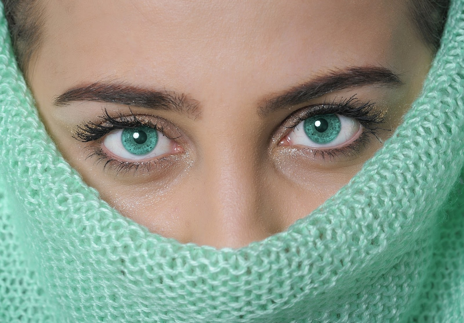 Beautiful Eyes DP in hijab
