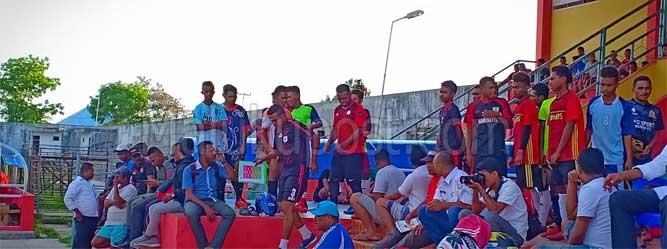 Langgur, Malukupost.com - Asosiasi PSSI Provinsi Maluku melakukan Seleksi Pemain U-23 (kelahiran 1 Januari 1997 dan setelahnya) seluruh kabupaten/kota di Maluku yang telah resmi memiliki kepengurusan (asosiasi kabupaten dan asosisasi kota) dalam rangka pembentukan Tim Pra PON Maluku 2019.    Kabupaten Maluku Tenggara (Malra) menjadi salah satu tempat dimana dilakukan seleksi pemain tersebut oleh PSSI Asprov Maluku yang dipusatkan di Stadion Maren Langgur, Rabu (6/11).