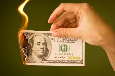 رئيس وزراء ماليزيا يدعم خطة إيران لاستبدال الدولار الأمريكي بعملة رقمية