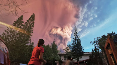 Amuk Gunung Terkecil Itu Bikin Lumpuh Kota Manila