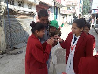 पल्स पोलियो अभियान के तहत स्वास्थ्य केंद्र वआंगनवाड़ी केन्द्र पर पल्स पोलियो की दवा पिलाए
