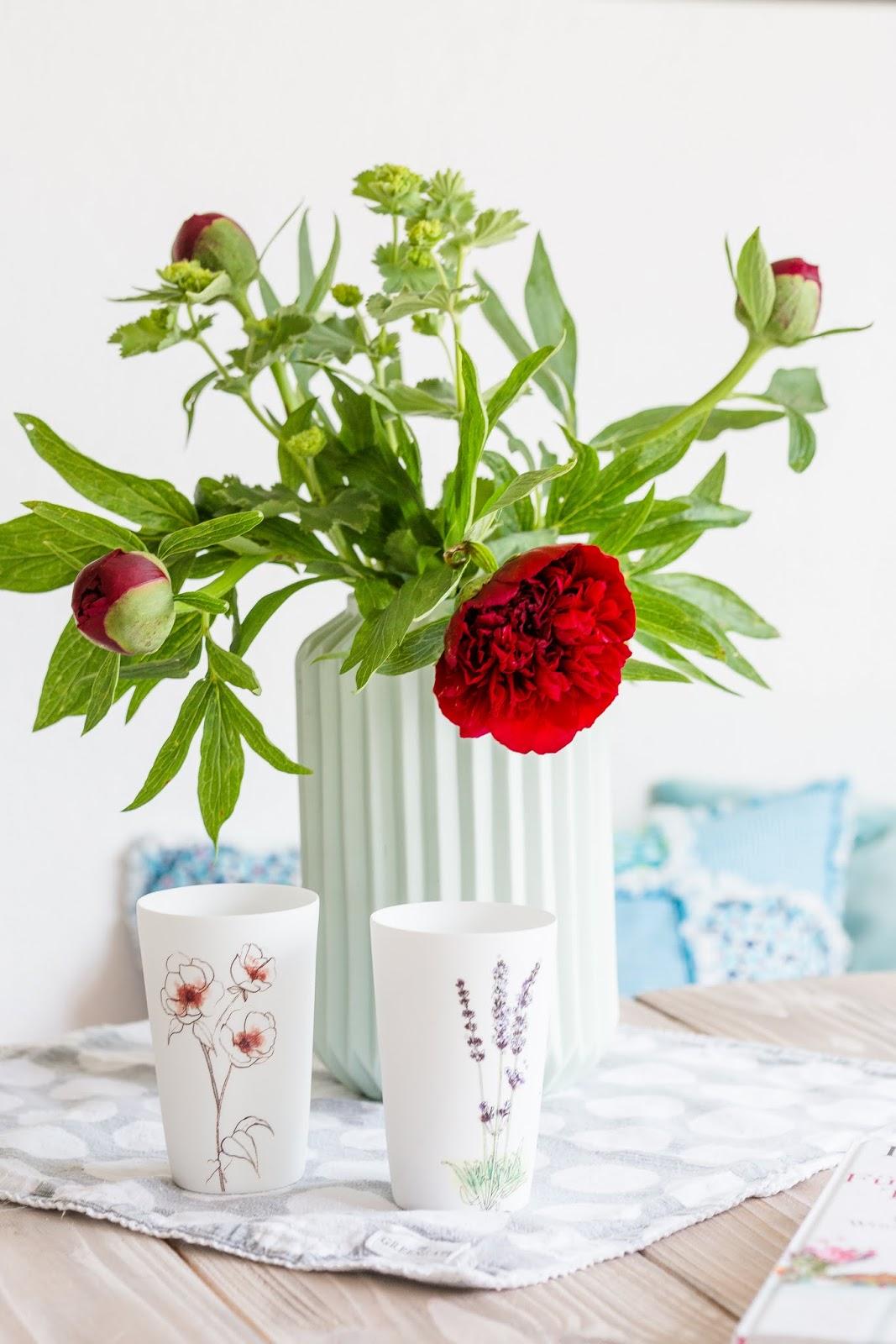 die ersten pfingstrosen oder gartenblumen am friday flowerday pomponetti. Black Bedroom Furniture Sets. Home Design Ideas