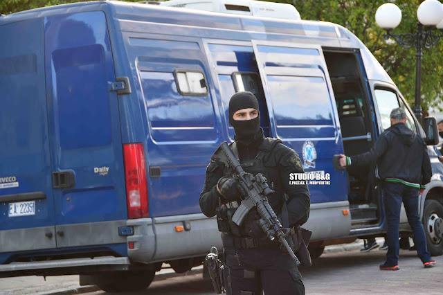 43χρονος καταζητούμενος από την Interpol οδηγείται στον εισαγγελέα Εφετών Ναυπλίου