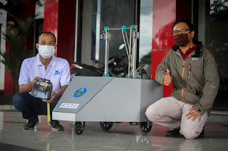 Polije Serahkan Bantuan Robot Sterilisasi dan Sembako Ke Pemkab Jember