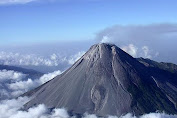 Warga Sekitar Waspada, Gunung Merapi Mulai Mengembung