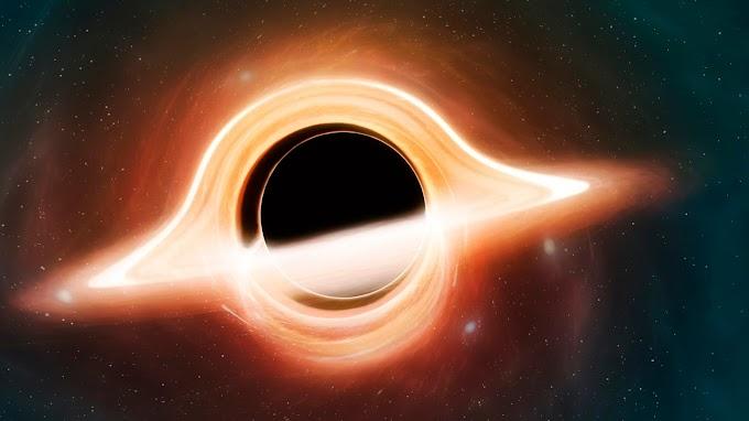 Videón, ahogy két fekete lyuk egymással táncol