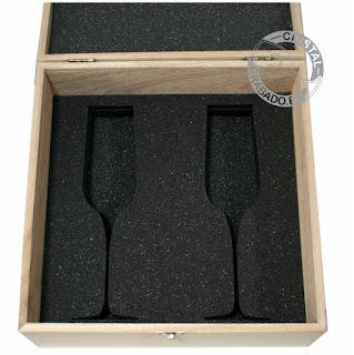 Estuche de madera con copas champán grabadas mediante tecnología láser