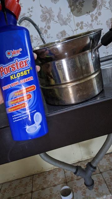 Perjuangan-cara-mengatasi-wastafel-dapur-tempat-cuci-piring-yang-mampet
