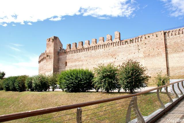 La cinta muraria di Cittadella vista dall'esterno