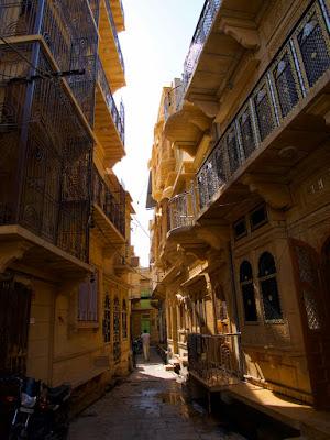 street of jaisalmer fort, www.azexplained.com