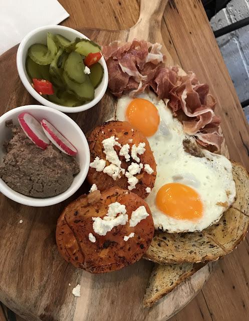 Two Little Pigs, Brunswick, breakfast board