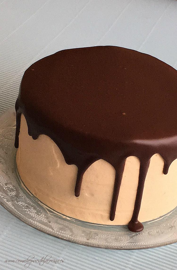 tarta-con-cobertura-de-chocolate