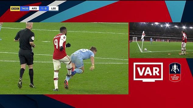 'Bỏ bóng đá người', sao Arsenal may mắn thoát thẻ đỏ