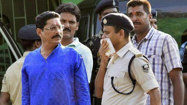 एक हफ्ते से फरार चल रहे बाहुबली विधायक अनंत कुमार ने दिल्ली की साकेत कोर्ट में किया सरेंडर
