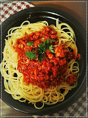 http://rhubarb-baby.blogspot.com/2017/01/spaghetti-z-pieczonych-pomidorow-i.html