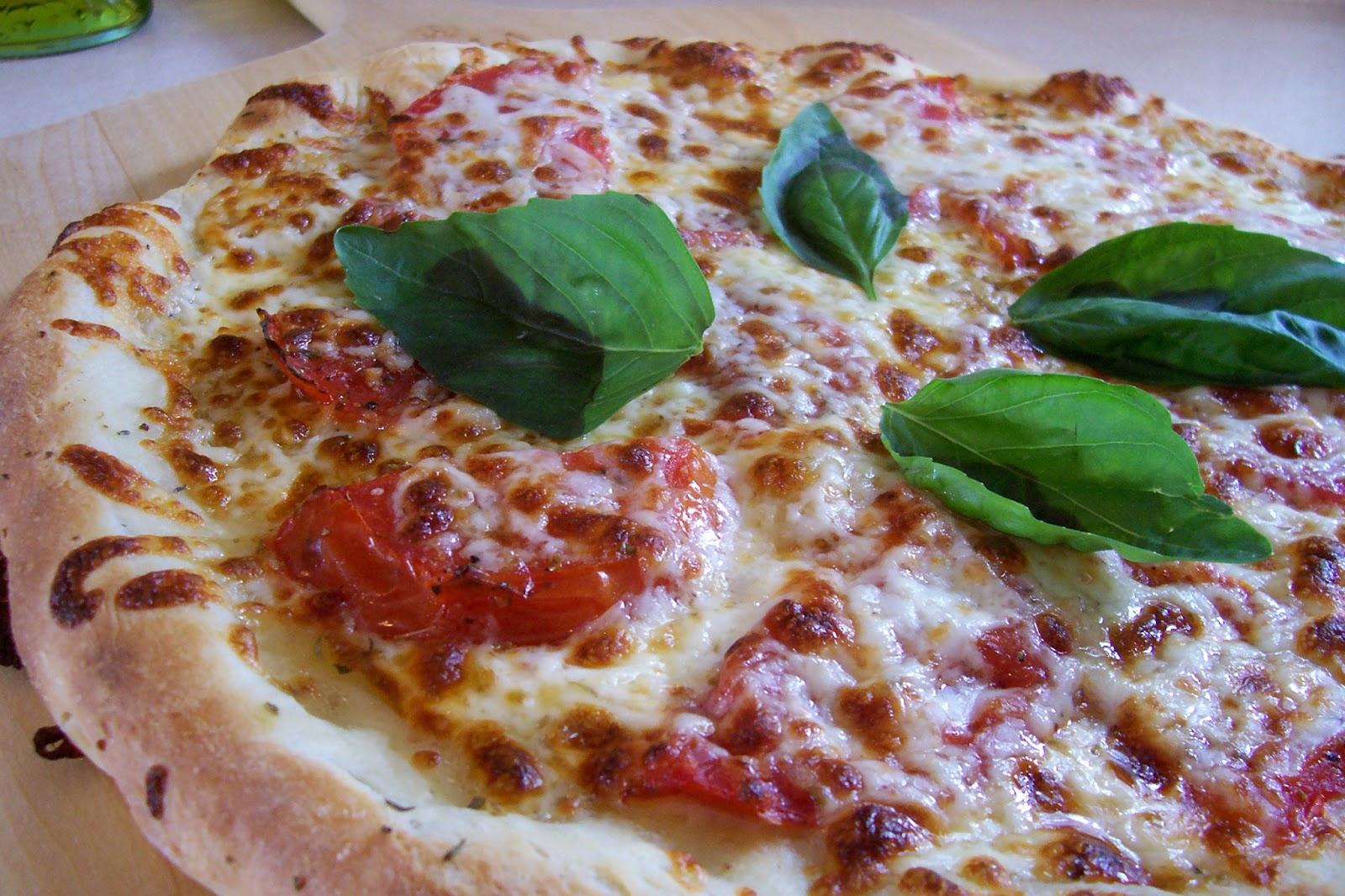 la buona cucina fresh tomato pizza. Black Bedroom Furniture Sets. Home Design Ideas