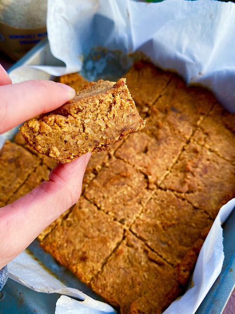 AD: If you love #pumpkinbread and #bananabread, you'll go crazy for my #vegan pumpkin banana bread bars! Soft, fudgy, #glutenfree and #paleo!