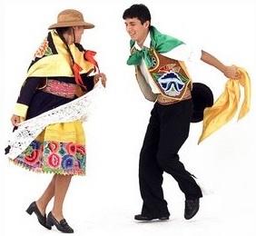 Foto de una pareja bailando la danza Huaylas - Vestimenta