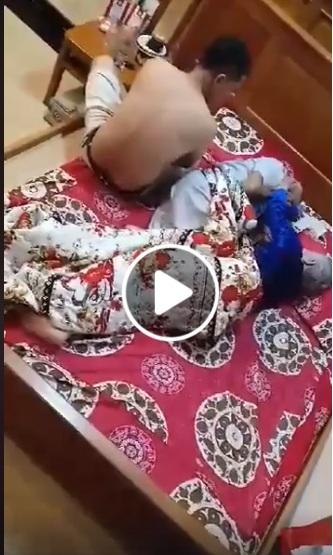 Con trai bất hiếu đánh mắng bố mẹ già nằm trên giường bệnh