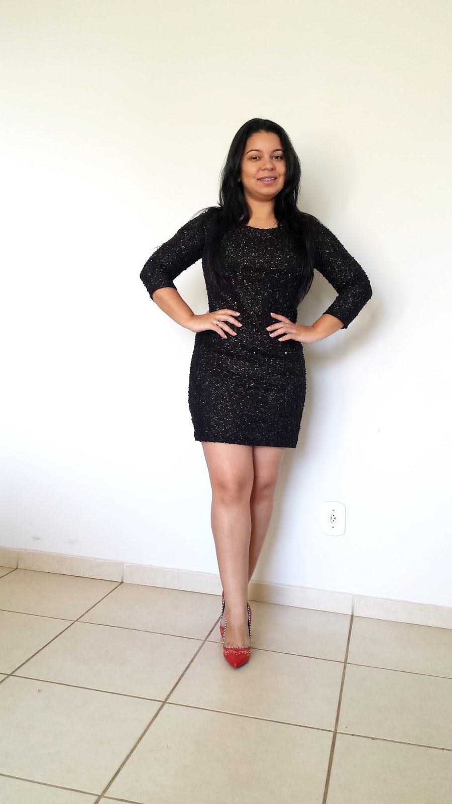 Look do dia: Vestido preto com brilho