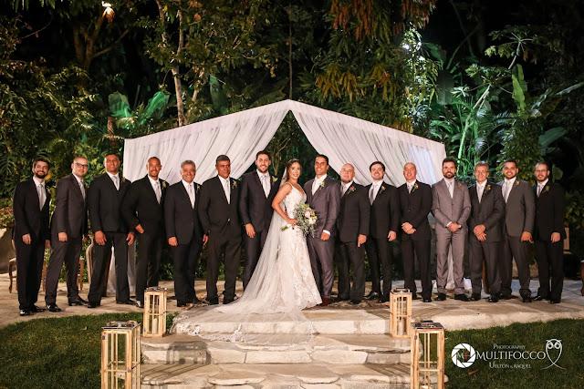 Sítio Geranium, Hyathama Pires, Multifocco, Leilah Cerqueira, casamento a céu aberto, casamento rústico, boho, decoração de casamento, decoração colorida, fotos românticas, foto com madrinhas, madrinhas iguais, Foto com padrinhos, noiva, noivo, mesa do bolo