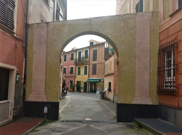 arcate centro storico Levanto