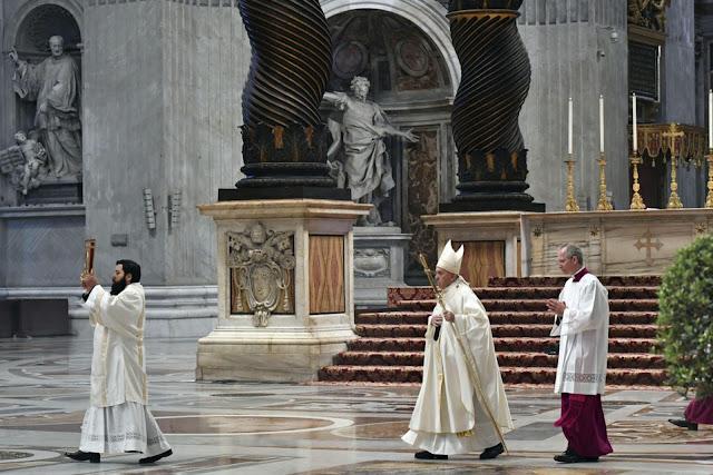 Μεγάλη Πέμπτη των Καθολικών, ο Πάπας Φραγκίσκος έδειξε τους Αγίους της διπλανής πόρτας (ΦΩΤΟ & VIDEO)