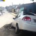 Carro cai em buraco no bairro Igapó