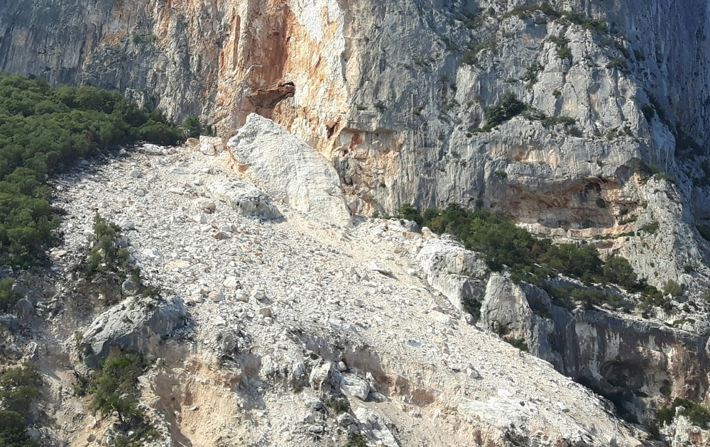 snackenglish, snack, scree, slope, stones, hillside, derrumbe, piedrecitas