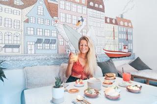 Cari Tempat Duduk yang Gak Memusatkan Perhatian Saat Ke Restoran atau Cafe