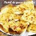 Pastel de queso y cebolla con masa de pizza