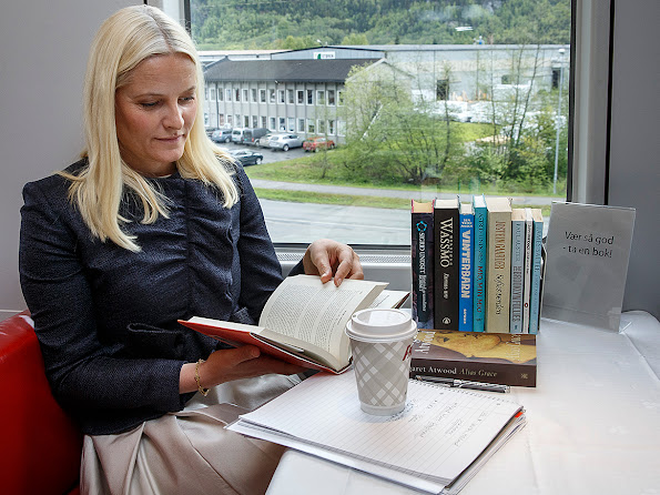 The Norwegian Crown Princess Mette-Marit drives with a train across the country and makes advertising for reading in Oslo