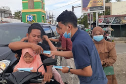 Ikatan Mahasiswa Pemuda Kluet Utara Bagikan Masker Gratis ke Pengendara yang Melintas