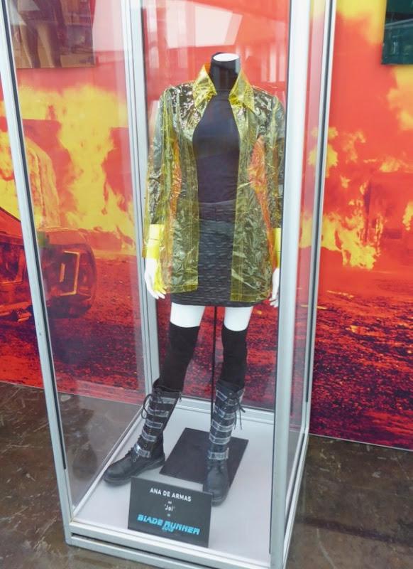 Ana de Armas Blade Runner 2049 Joi costume