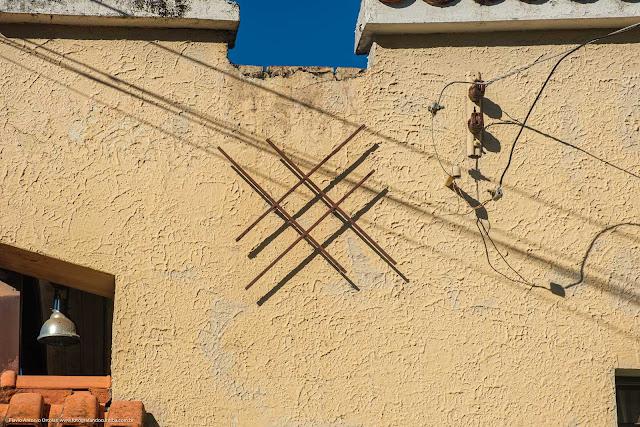 Casa na Rua Atílio Bório - detalhe do ornamento de ferro na fachada