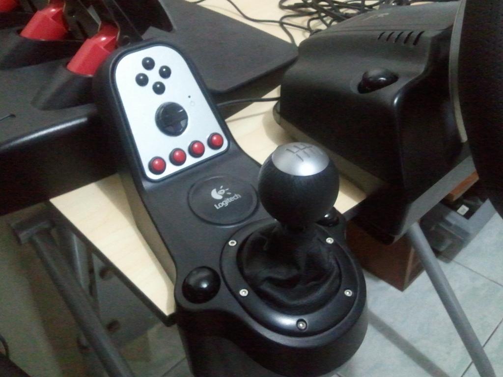 Gaming Hardware: Logitech G27 Racing Wheel | Kindling Depot