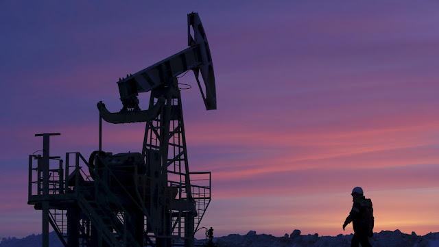 El petróleo alcanza su precio mínimo en 18 años en medio de crisis de demanda global