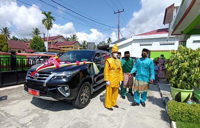 Penuhi Janji Politiknya, Bupati Natuna Pinjamkan Mobil Dinasnya Untuk Mengantar Pengantin Tunawicara