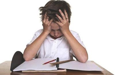 Stop! Jangan Paksa Anak Usia Dini Belajar Membaca Menulis dan Berhitung (Calistung), Ini Akibatnya..