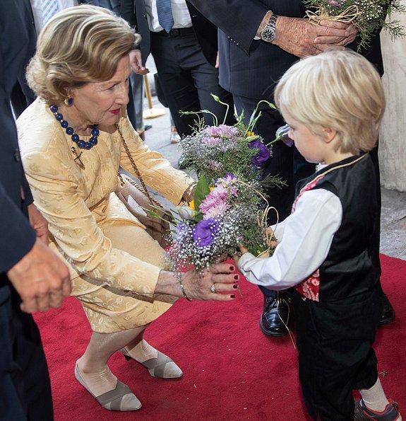 Queen Sonja visited Mayor of Santiago, Mr Felipe Alessandri and Hilde Skaar aka SKAAR. President Sebastián Piñera and First Lady Cecilia Morel Montes