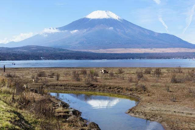 山中湖と富士山~山中湖交流プラザ「きらら」