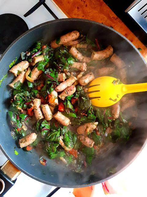 lunch mix kupiec,firma kupiec,ambasador kupiec,zdrowa radosc zycia,biała kiełbasa duszona w winie, z kuchni do kuchni blog kulinarny,top blogi,botwinka